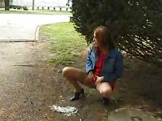 extremely impressive babe peeing inside outdoor