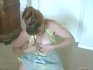 cougar housewife pleases
