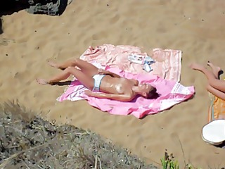 has the beach 2 homosexual woman