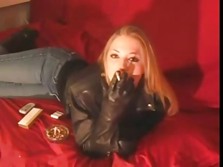 smoking 120mm chick inside brown leather jacket