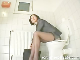 my sister amanda cumming on the toilet seat