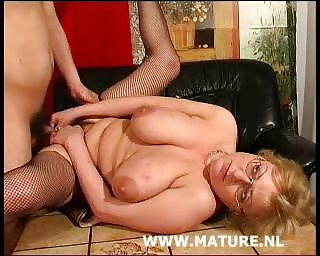 cougar with large bossom